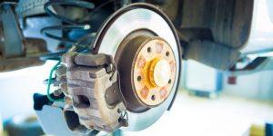 como funcionan los frenos de disco del coche